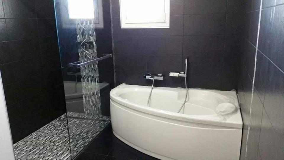 Installation d\'une salle de bains avec douche à l\'italienne ...