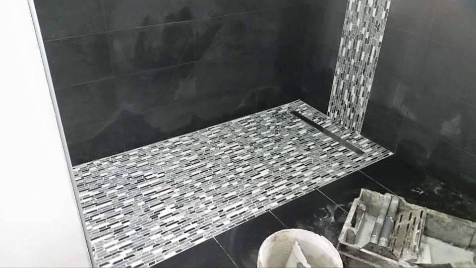 Installation D Une Salle De Bains Avec Douche à L
